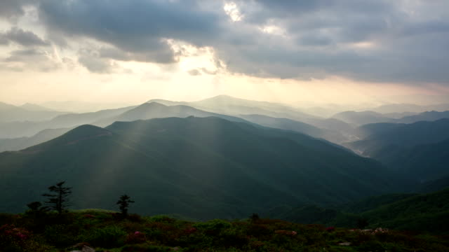 View of Tyndall phenomenon over Hambaeksan mountain range
