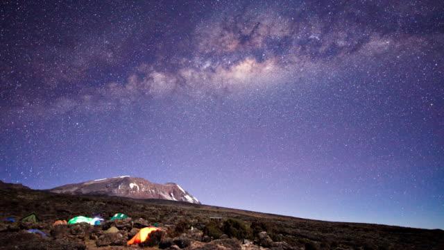 ws t/l  view of uhuru peak at mt kilimanjaro / kibo, tanzania - mt kilimanjaro stock videos & royalty-free footage