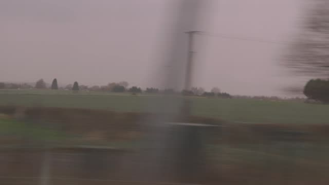 pov view of uk countryside from train - zugperspektive stock-videos und b-roll-filmmaterial