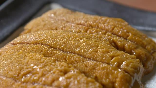view of uni(sea urchin roe) on the plate - ウニ点の映像素材/bロール