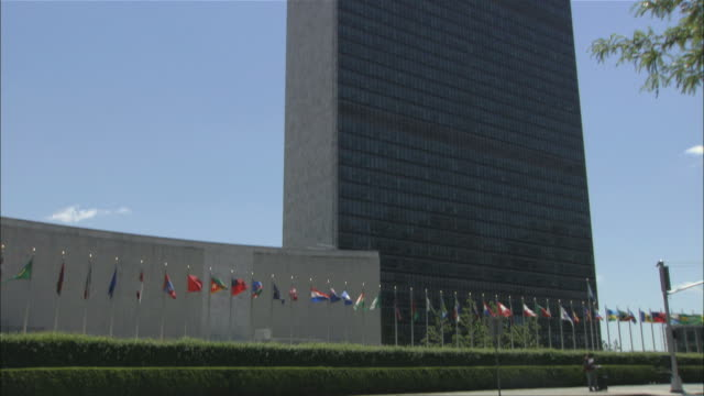 ms tu view of united nations building / new york city, new york, usa  - united nations stock videos & royalty-free footage