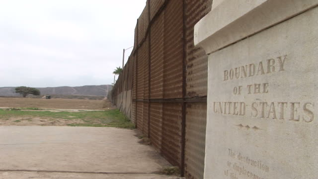 view of united states border fence in san diego united states - 地理的境界点の映像素材/bロール