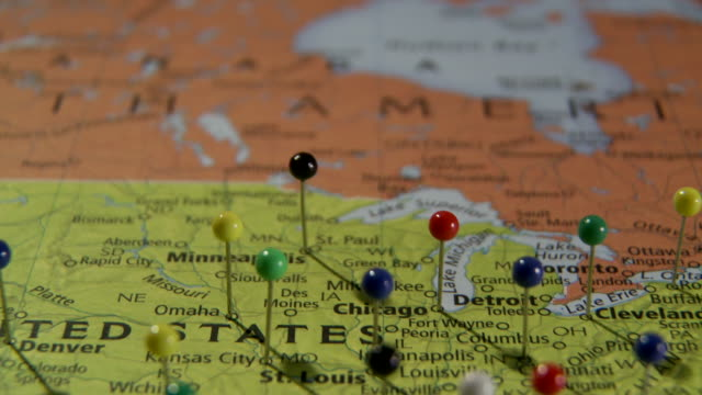 stockvideo's en b-roll-footage met cu pan view of us east coast in world map with push pins / atlanta, georgia, usa - kaart