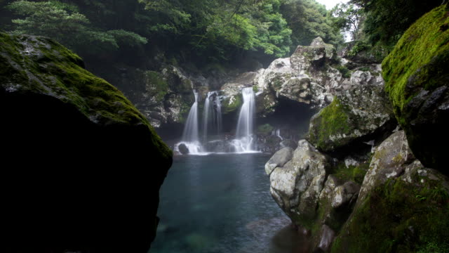 vidéos et rushes de view of valley fall at donnaeko recreational area in jeju island - roc