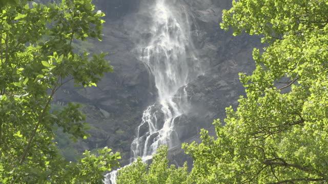 MS View of valley near Briksdalsbreen / Jostedalsbreen Nationalpark, Sogn og Fjordane, Norway