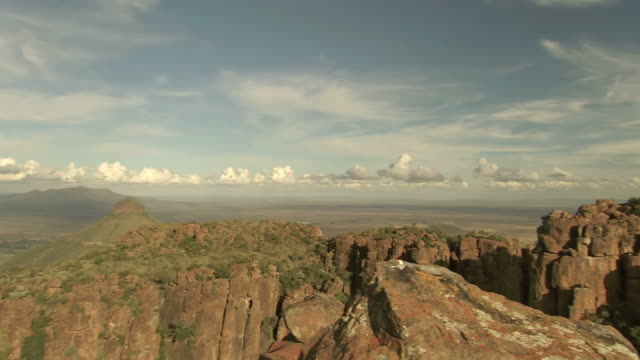 ws pan view of valley of desolation, camdeboo national park / eastern cape, south africa - natural column stock videos and b-roll footage