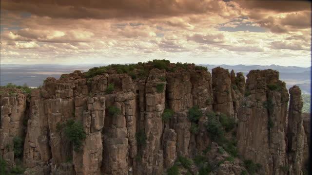 vídeos y material grabado en eventos de stock de ws pan view of valley of desolation near graaff reinet / graaff reinet, eastern cape, south africa  - valle de la desolación