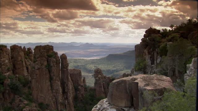 vídeos y material grabado en eventos de stock de ws zi view of valley of desolation near graaff reinet / graaff reinet, eastern cape, south africa  - valle de la desolación