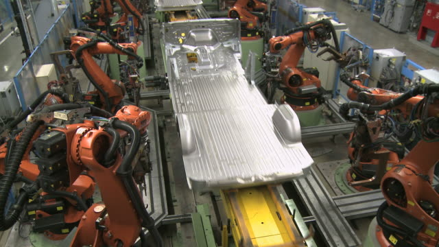 ws view of van production in daimler ag factory / dusseldorf, north rhine-westphalia, germany - automobilindustrie stock-videos und b-roll-filmmaterial