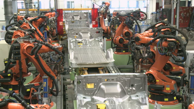 ws view of van production in daimler ag factory / dusseldorf, north rhine-westphalia, germany - ノルトラインヴェストファーレン州点の映像素材/bロール