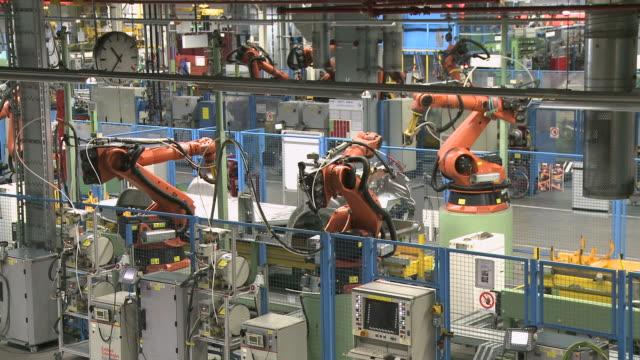 ms view of van production in daimler ag factory / dusseldorf, north rhine-westphalia, germany - ノルトラインヴェストファーレン州点の映像素材/bロール