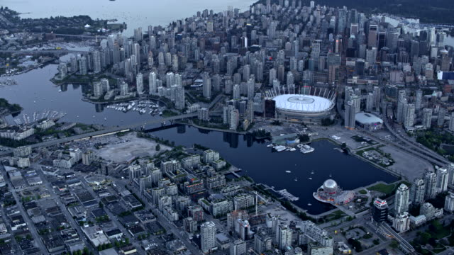 vídeos de stock, filmes e b-roll de aerial view of vancouver and false creek at dusk - vancouver