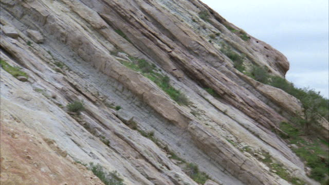 ms pan view of vasquez county park / los angeles, california, united states - vasquez rocks stock videos and b-roll footage