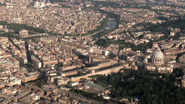 ws aerial view of vatican in vatican plaza  / rome, italy - イタリア ローマ点の映像素材/bロール
