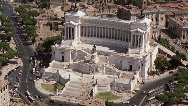 ws aerial view of vatican monument national with vittorio emanuele ii national, constantine basilica and roman forum / rome, italy - altare della patria stock videos and b-roll footage