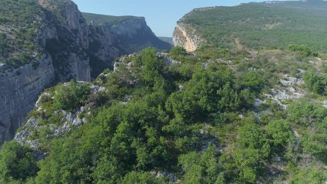 view of verdon gorge(gorges du verdon) / alpes-de-haute-provence, france - boulder rock stock videos & royalty-free footage