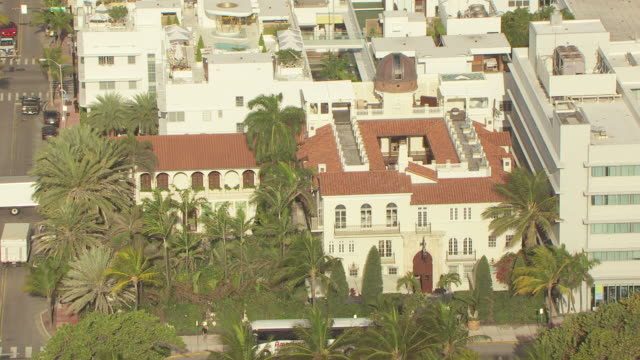 ms aerial ds view of versace mansion in south beach / miami, florida, united states - サウスビーチ点の映像素材/bロール