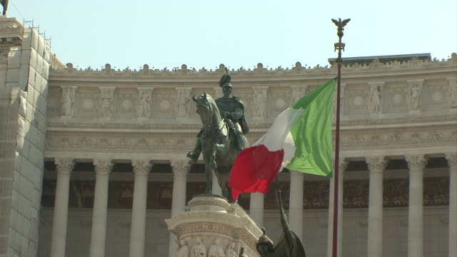 ms view of victor emmanuel ii monument with italian flag / rome, italy   - italian flag stock videos and b-roll footage