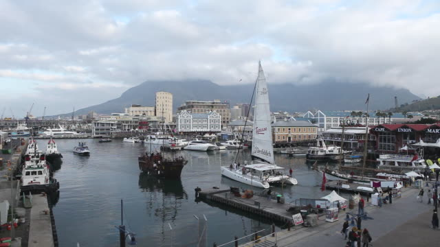 WS View of Victoria and Alfred waterfront / Cape Town, Cape Province, South Africa