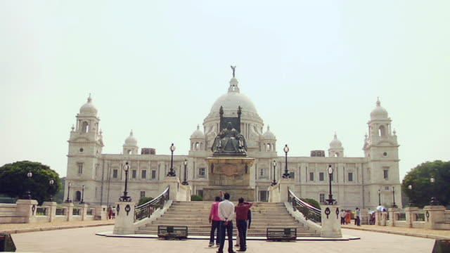 ws view of  victoria memorial / kolkata, west bengal, india - victoria memorial kolkata stock videos and b-roll footage