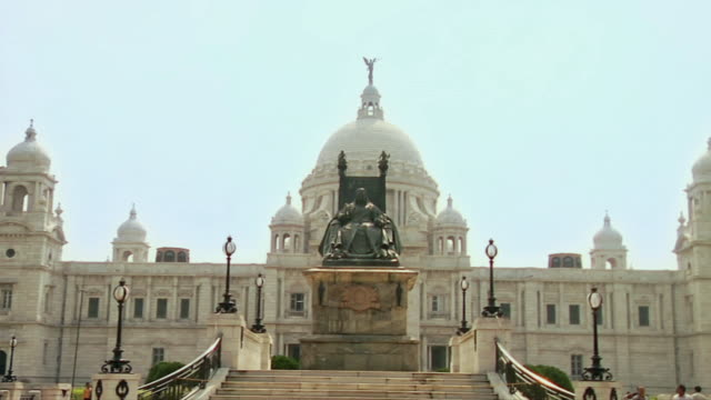 ws zi  view of  victoria memorial / kolkata, west bengal, india - kolkata stock videos & royalty-free footage