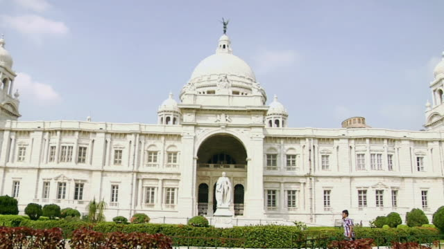 ms view of victoria memorial / kolkata, west bengal, india - victoria memorial kolkata stock videos and b-roll footage