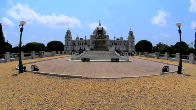 ws view of victoria memorial museum / kolkata, west bengal, india   - victoria memorial kolkata stock videos and b-roll footage
