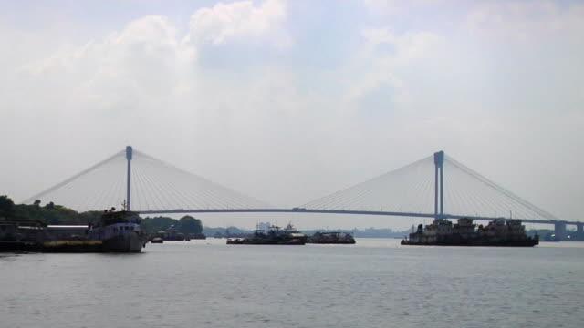 ws view of vidyasagar setu bridge over hooghly river / kolkata, west bengal, india - hooghly river stock videos & royalty-free footage