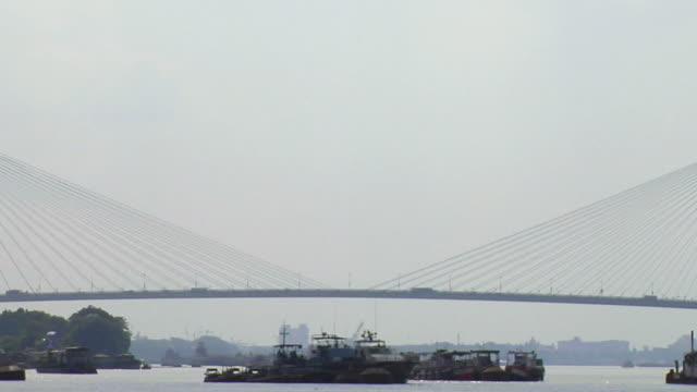 cu view of vidyasagar setu bridge over hooghly river / kolkata, west bengal, india - hooghly river stock videos & royalty-free footage