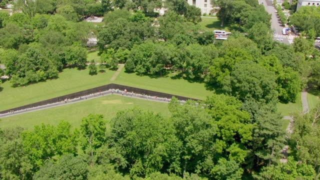 WS AERIAL POV View of Vietnam Veterans Memorial / Washington DC, United States