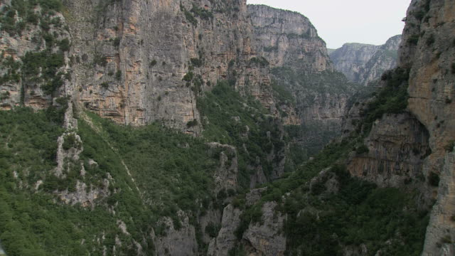 ws aerial view of vikos gorge and stream / epiros, thessalia, greece - griechenland stock-videos und b-roll-filmmaterial