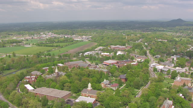 ws aerial ds view of village and campus buildings at berea college / berea, kentucky, united states - kolonialstil stock-videos und b-roll-filmmaterial