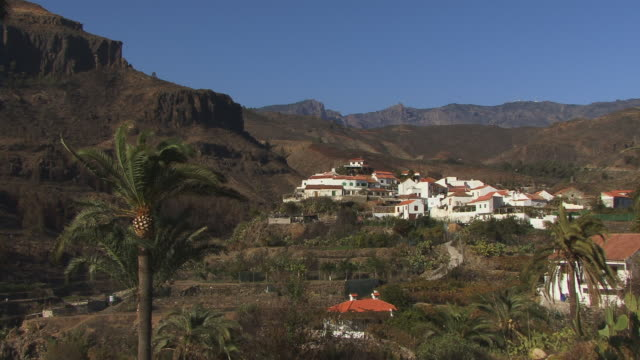 ws, view of village fataga, gran canaria, canary islands, spain - fan palm tree stock videos & royalty-free footage