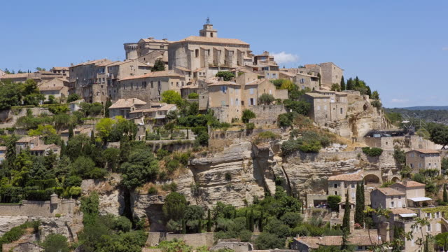 ws view of village / gordes, luberon, france - luberon stock videos & royalty-free footage