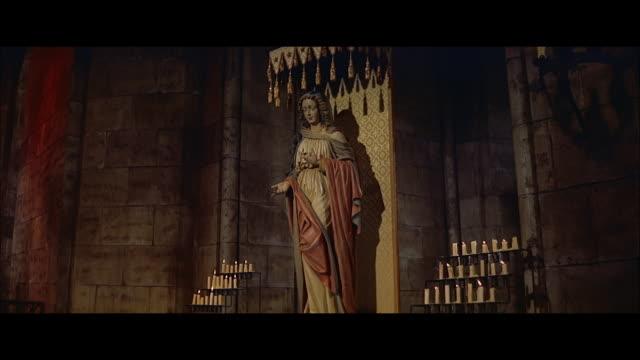 ms view of virgin mary statue - マドンナ点の映像素材/bロール