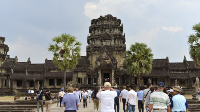 WS T/L View of visitors at temple / Angkor Wat, Siem Reap, Cambodia