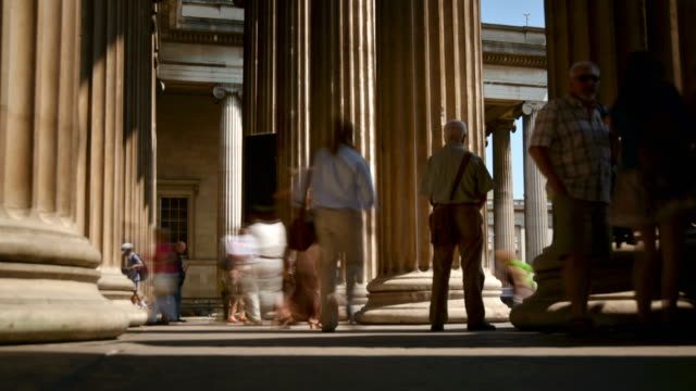 stockvideo's en b-roll-footage met ws t/l la view of visitors coming and going between entrance columns in british museum london sunny summer's day / london, greater london, united kingdom - greater london
