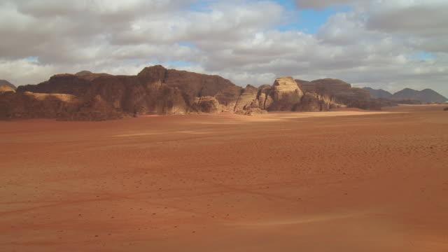 WS PAN View of Wadi rum / Petra, Jordan