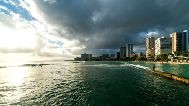 stockvideo's en b-roll-footage met view of waikiki beach at sunset - oahu