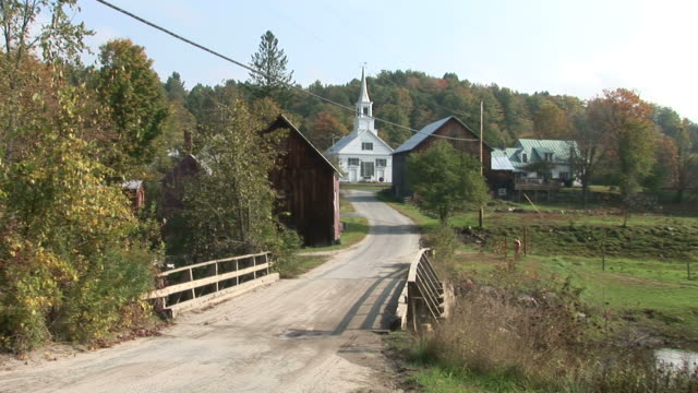 view of waits river church in vermont united states - kirchturmspitze stock-videos und b-roll-filmmaterial