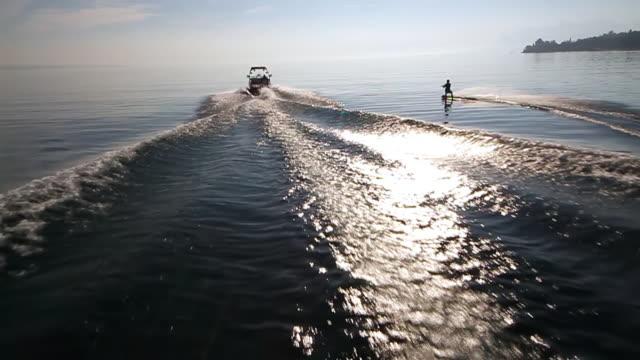 ws ts slo mo view of wakeboarder / geneva, switzerland  - ウェイクボーディング点の映像素材/bロール