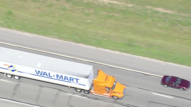 vídeos y material grabado en eventos de stock de ws aerial zi zo ts view of wal mart truck on highway / virginia, united states - escritura occidental