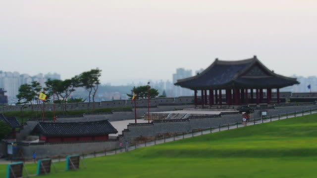 ws t/l view of walking people at fortified wall of yeonmudae ancient military training center in suwon hwaseong castle (unesco) / suwon, gyeonggi-do, south korea  - hwaseong palace stock videos and b-roll footage