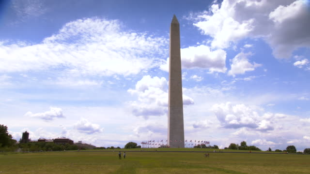 stockvideo's en b-roll-footage met ws pan view of washington monument / washington, district of columbia, united states - obelisk