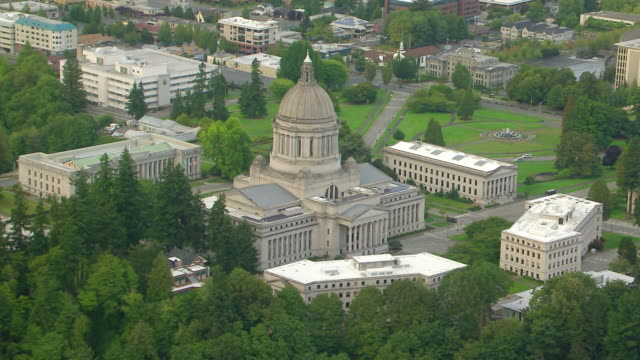 ws aerial view of washington state capitol building / olympia, washington, united states - stato di washington video stock e b–roll