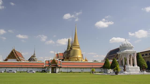WS View of wat phra kaeo temple in grand palace / Bangkok, Thailand