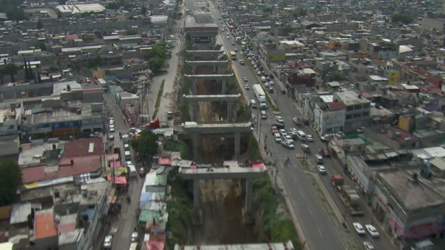 vídeos de stock, filmes e b-roll de view of water canal system expansion in greater mexico city. - drenagem