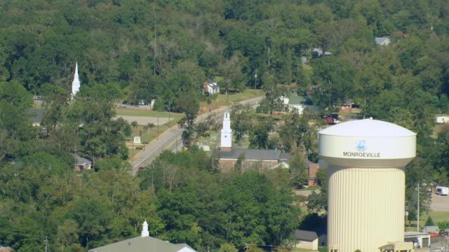 vídeos y material grabado en eventos de stock de ws aerial zo view of water tower for monroe buildings with churches / alabama, united states - sur de eeuu