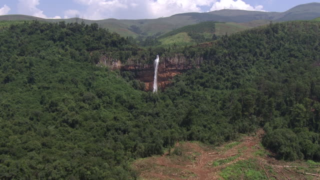 ws aerial zi view of waterfall / nelspruit, mpumalanga, south africa - mpumalanga province stock videos and b-roll footage