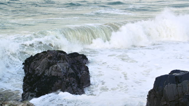ws slo mo pan view of waves breaking on shore rocks / harris island, scotland, united kingdom - 2k resolution stock videos and b-roll footage